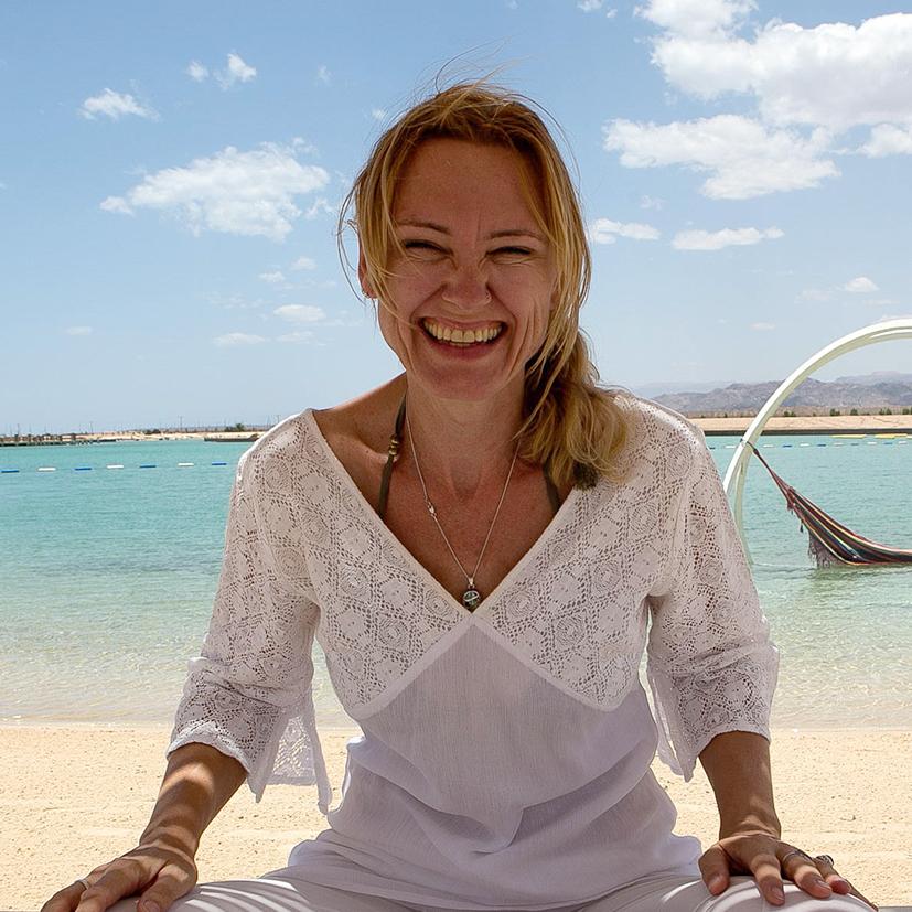 Beach yoga Jolinda